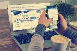 e-mail op telefoon en laptop